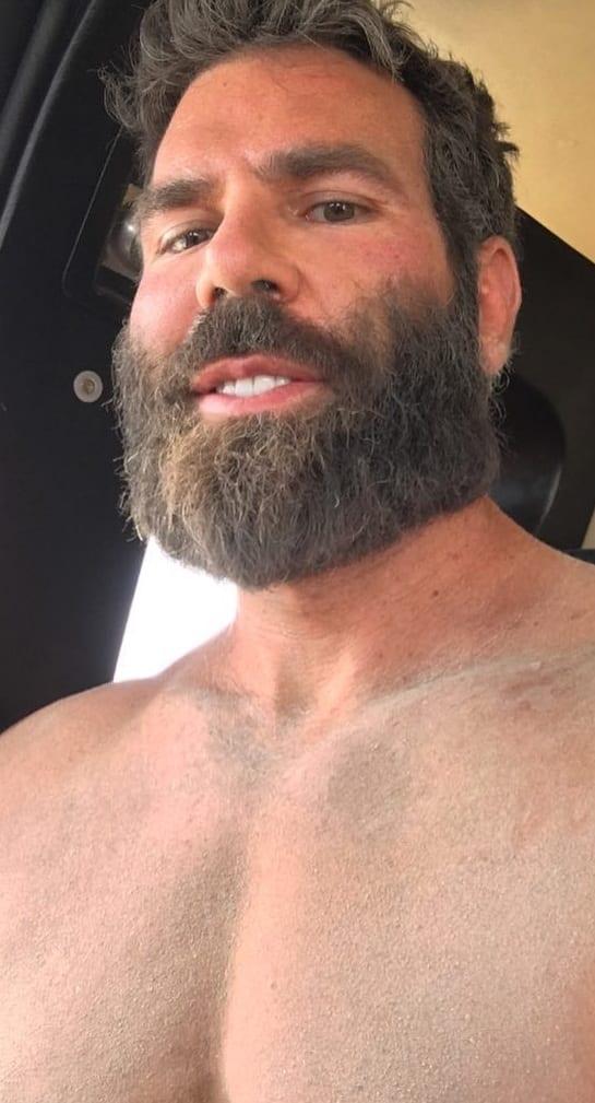 Full Beard Style Look For Men