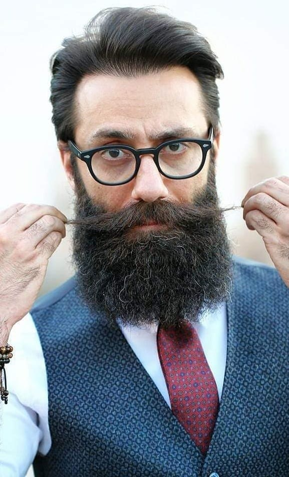 The Ultra-Masculine & Sexy Verdi Beard In Just 5 Steps