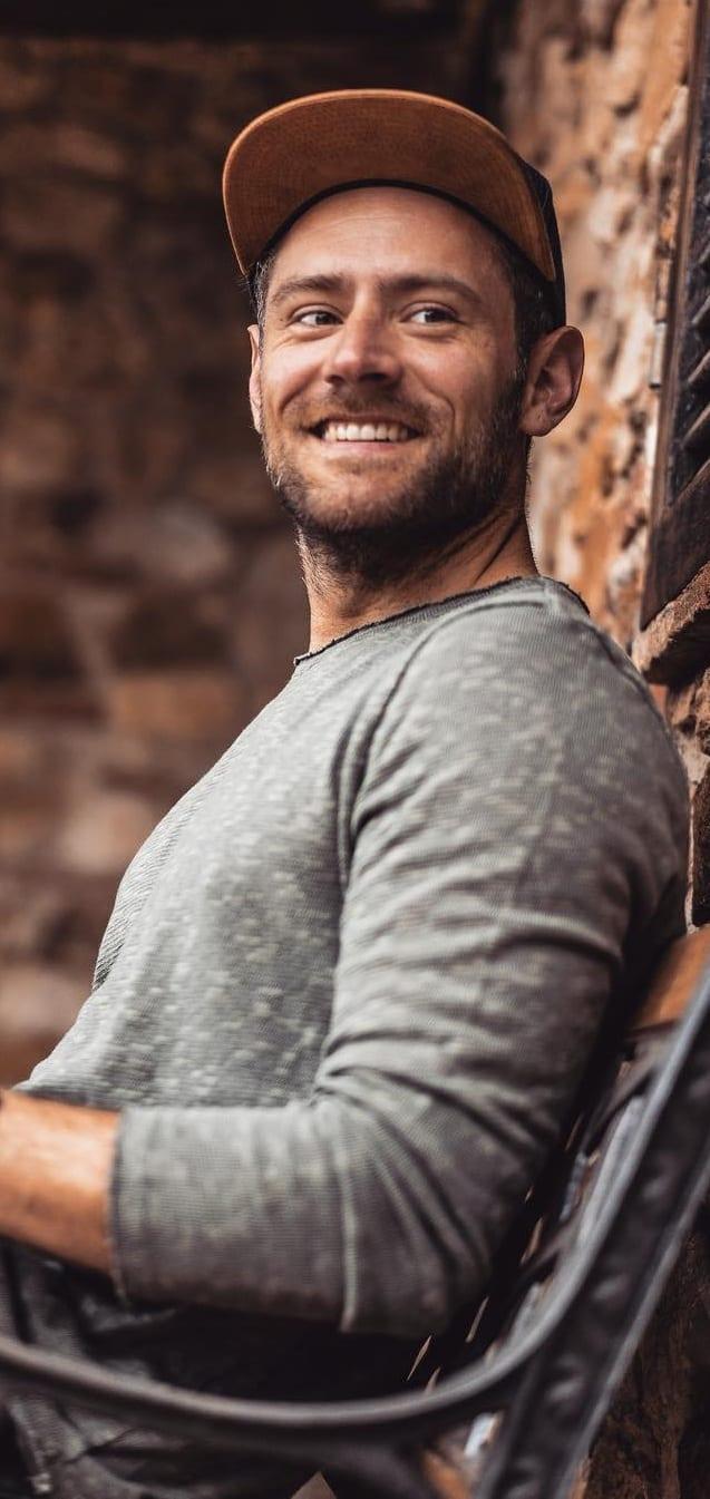 9 Easy Steps To Achieve Medium Stubble Beard.