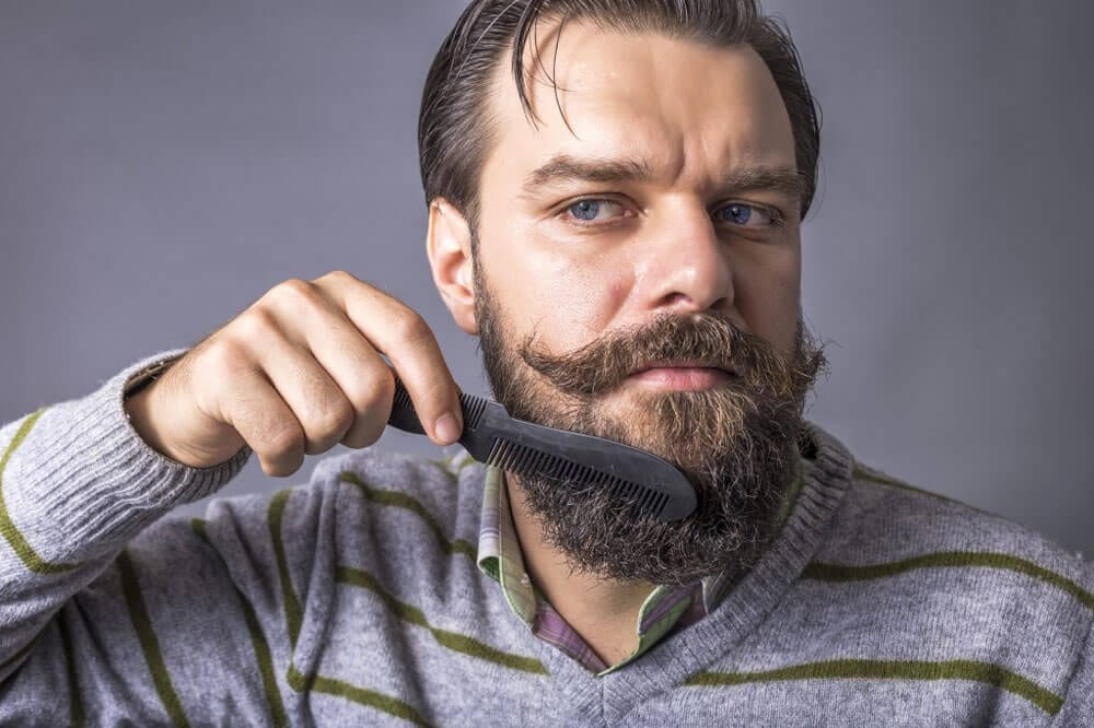 beard-combing-trimming-styling