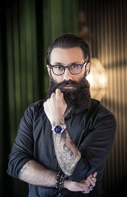 Black shirt and Bandholz beard look for men