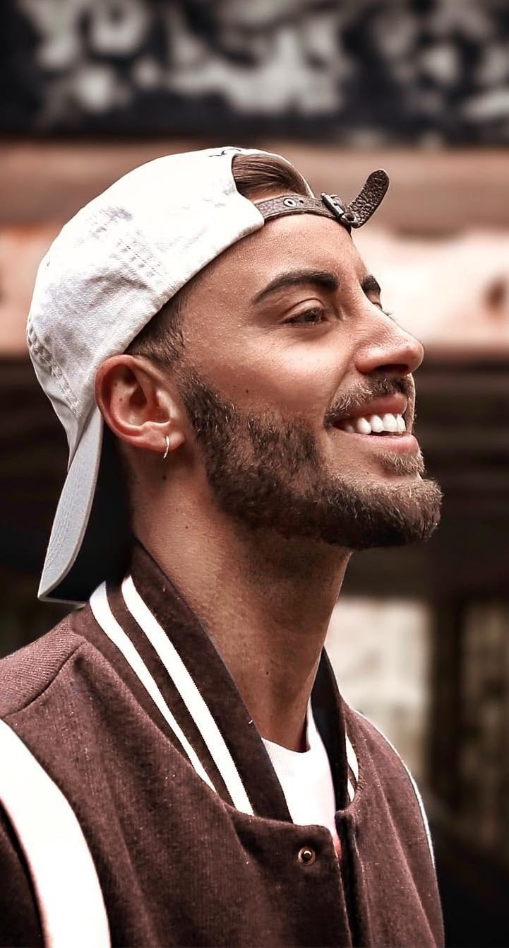 Medium Stubble beard style for men